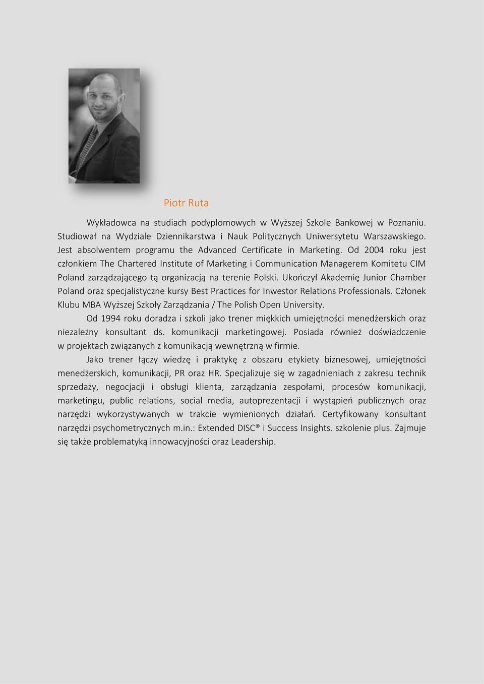 Od 2004 roku jest członkiem The Chartered Institute of Marketing i Communication Managerem Komitetu CIM Poland zarządzającego tą organizacją na terenie Polski.