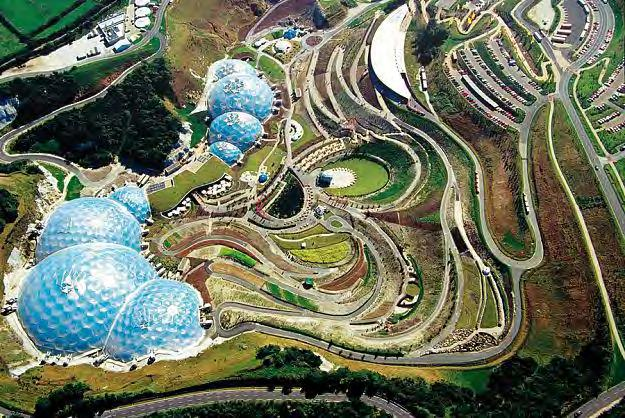 Eden Project w Kornwalii. http://upload.wikimedia.org/wikipedia/commons/f/f2/eden_project_geodesic_domes_panorama.jpg http://upload.