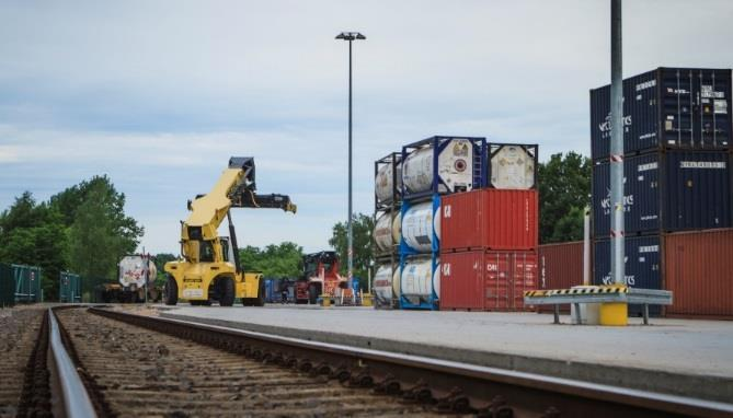 tracks working area: 30 000 m2 containers repair workshop